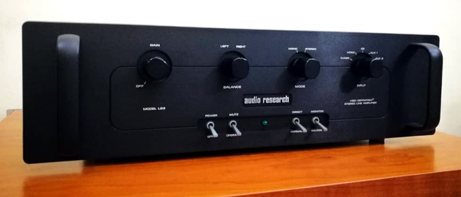 Audio Research LS3 Line Stage Pre-Amplifier, USA Audio-research-ls3